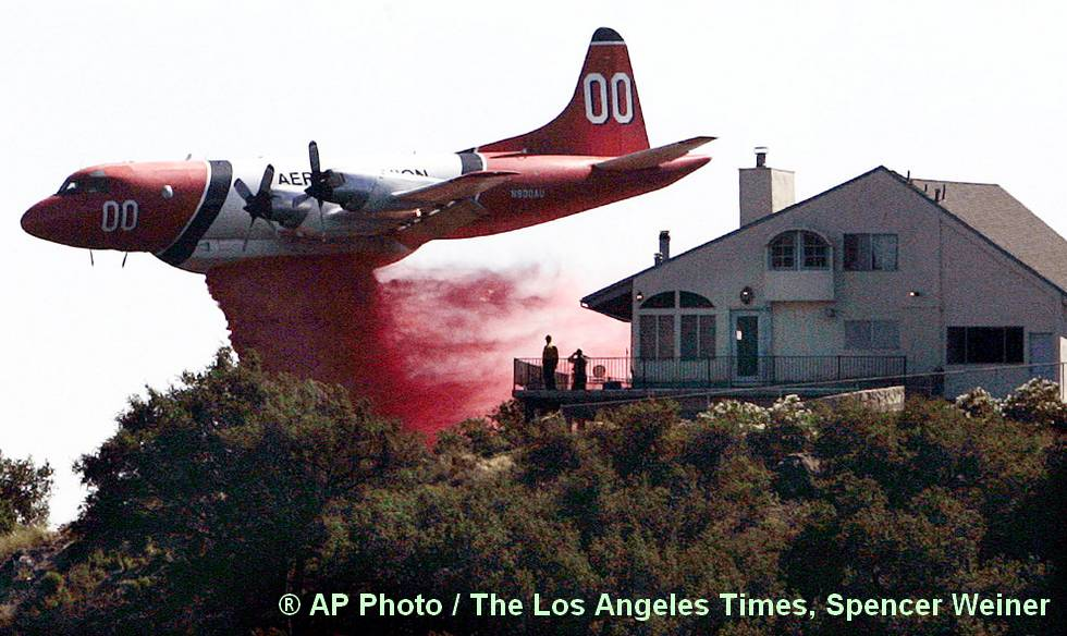 Le plus gros extincteur du Monde - AP Photo / The Los Angeles Times, Spencer Weiner