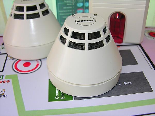 esser d tecteurs ionique et optique de fum e s rie 2000 ssi syst me de s curit incendie sud. Black Bedroom Furniture Sets. Home Design Ideas