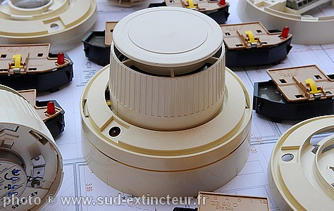 Dtecteur de fumes chambre ionisation f905 cerberus guinard for Chambre d ionisation